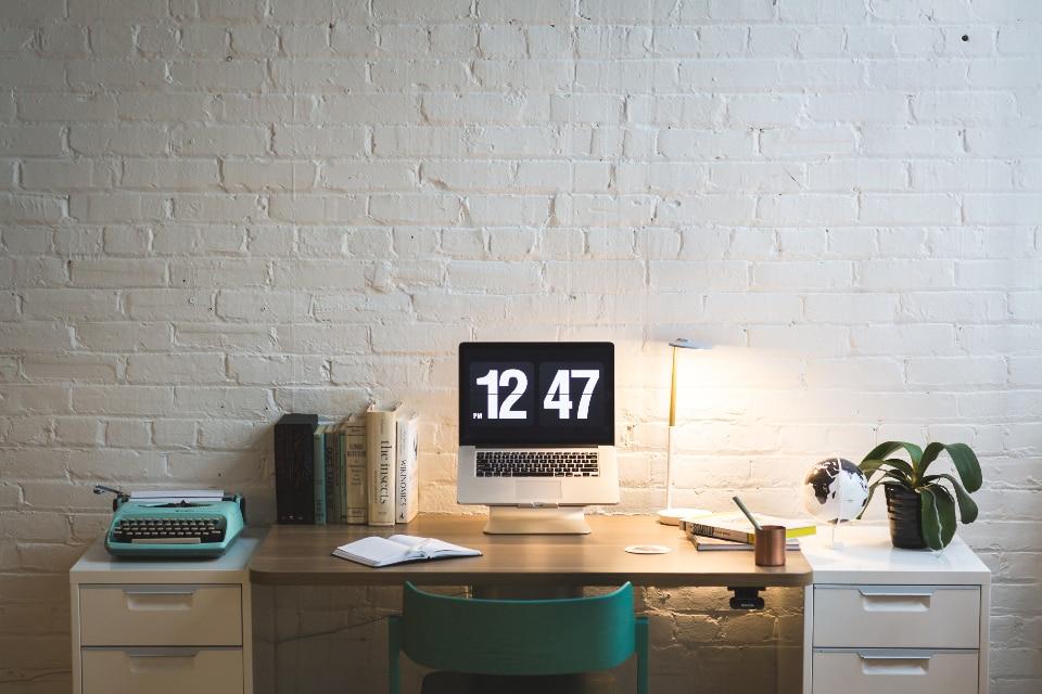 S'engager à respecter un calendrier de publication régulier